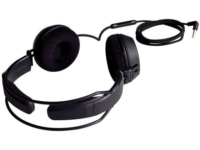 obsah balení Náhlavní sluchátka Motörheadphönes Bomber s mikrofonem + Pouzdro Capricorn (černá/bílá)
