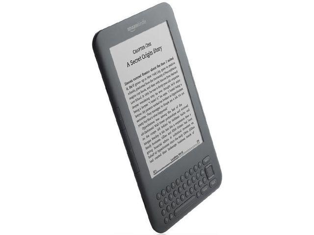 """obsah balení Amazon Kindle 3 3G+Wi-Fi, 6"""" E-ink displej + originální Amazon černé plastové pouzdro"""